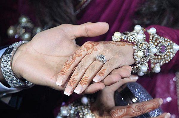 £100,000 engagement ring