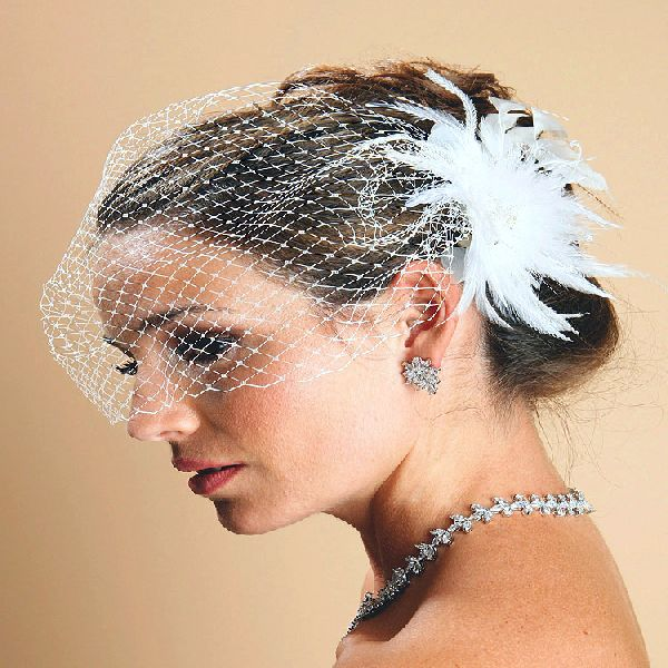 Veil with side accessory