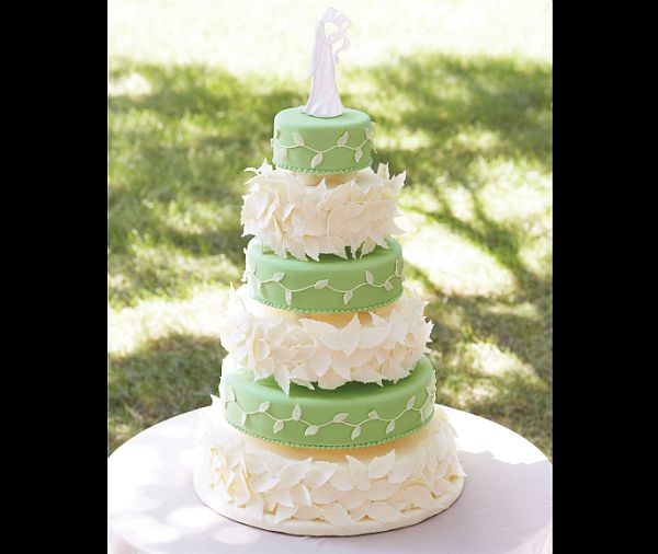 Wedding Cake Decorating Figurines : Tips to decorate a wedding cake - Wedding Clan