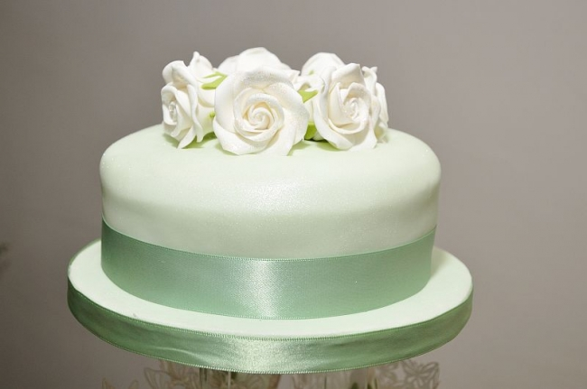 How To Freeze And Eat Your Wedding Cake One Year Later