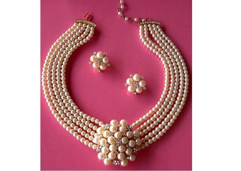 Five strand ivory pearl vintage necklace