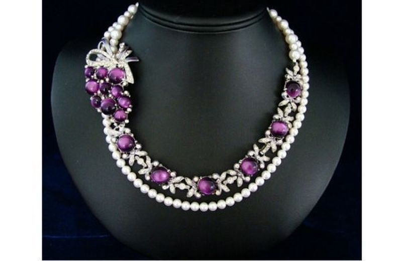 Mauve and white costume vintage necklace