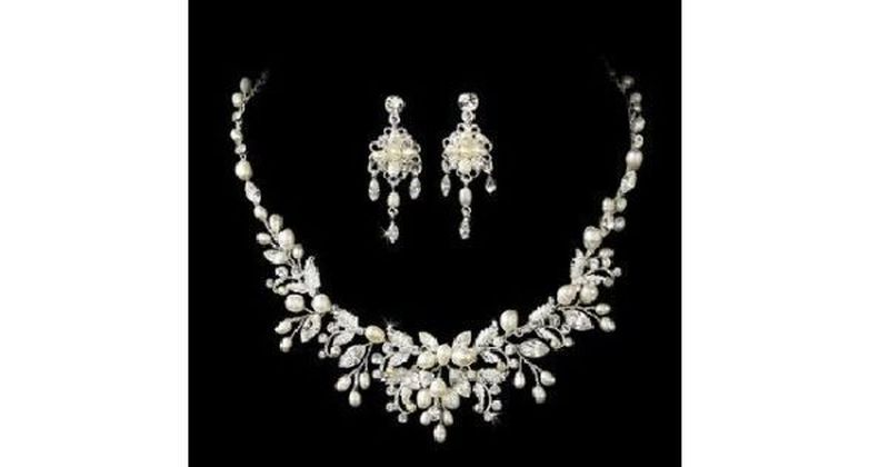 Pearl and rhinestone vintage necklace