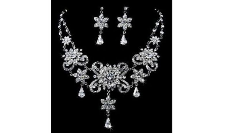 Rhinestone embedded vintage necklace