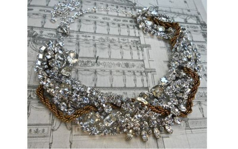 Rhinestone vintage necklace with brass accentuates