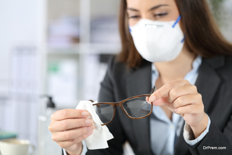 woman-cleaning-Glasses